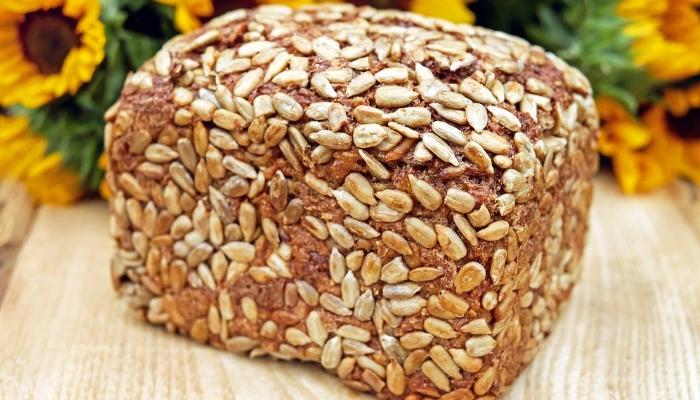 Kruh lahko spečete tudi iz semen. Je hranljiv, okusen in blagodejno vpliva na prebavo.