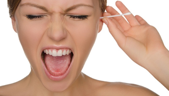 Takoj prenehajte čistiti svoja ušesa s palčkami! Vir: connecthearing.com