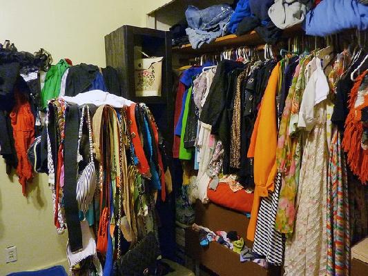 Podarite stara oblačila in naredite prostor za vse novo! Vir: greenlivingbees.com