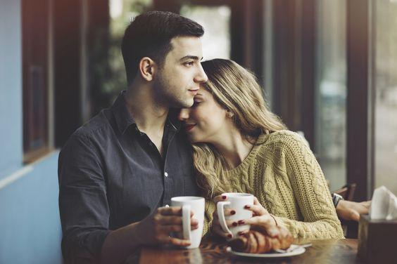 Rituali, naprimer nedeljsko pitje kave, povezujejo. Vir: pinterest.com