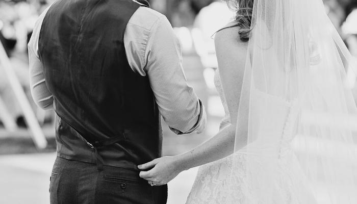 Brez podpisa prič na uradnih listinah ni poroke.