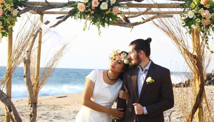 Poročna priča je več kot le častna funkcija.