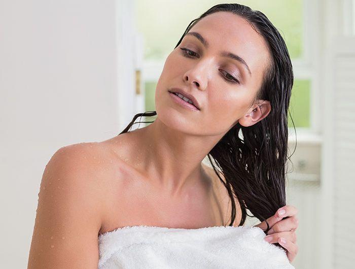 Pri brisanju z brisačo ne bodite pregrobi. Vir: shefinds.com