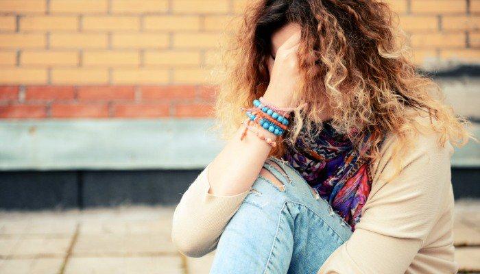 Mladostniki se pogosto počutijo ujeto in brezizhodno. Vir: www.scarymommy.com